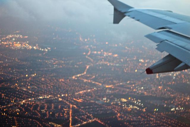 Det är alltid någon idiot som tycker att det är en bra idé att skämta om bomber ombord ett flygplan.